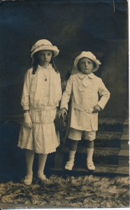 Renie and Laurie 1916